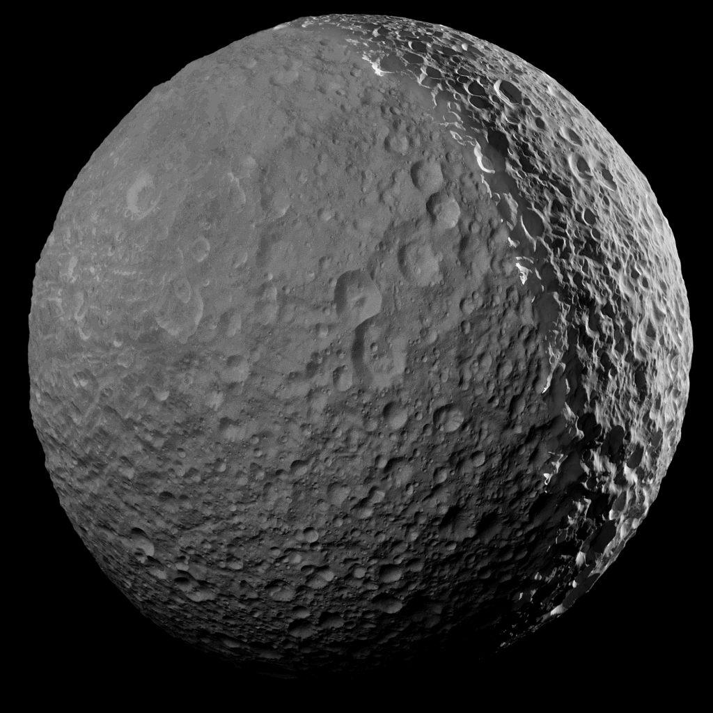 Cassini sagt Saturn-Mond Mimas auf Wiedersehen