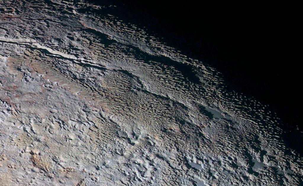 Wie Plutos gigantische Eiswände entstanden