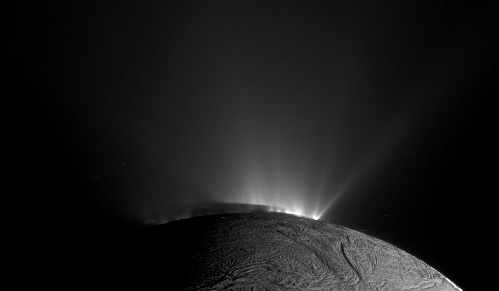 Komplexe organische Moleküle aus der Tiefe des Enceladus