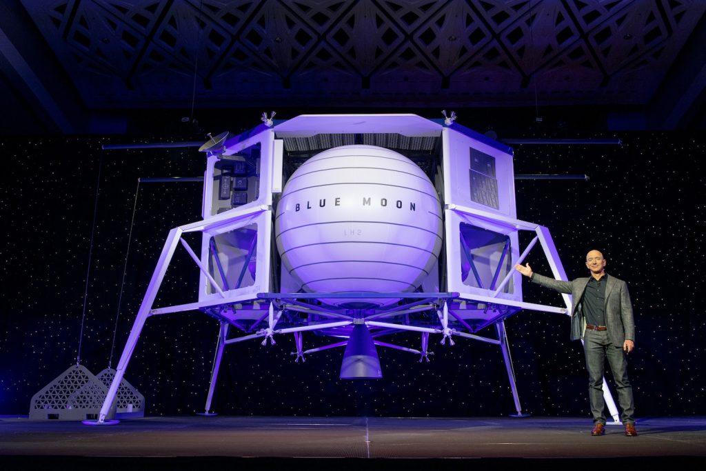 Mit Jeff Bezos zum Mond – und mit Ihrer Postkarte ins All