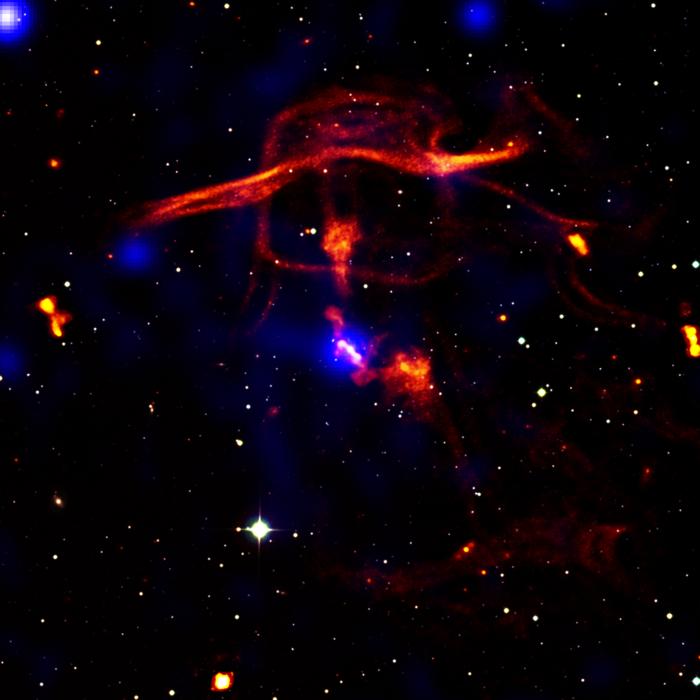 Schwarze Löcher bestimmen die Evolution des Universums
